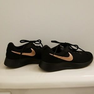 Women's Nike Sneaker sz 6.5 Black Gold